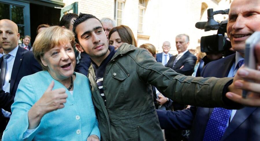 I september 2015 tog Angela Merkel en selfie med den syriske flygtning Anas Modamani i Berlin. Nu lægger tyske politikere op til at udsætte retten til familiesammenføring for flygtninge.