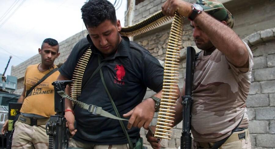 Irakiske soldater gør sig klar til kamp i Mosul.