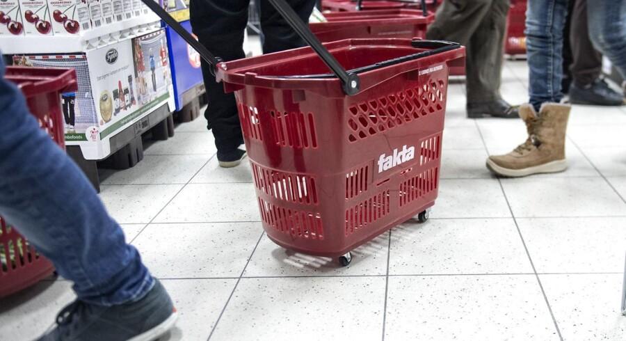Coop, der er Danmarks største supermarkedskæde, vil i samarbejde med forsikringsselskabet Topdanmark begynde at tilbyde forsikringer til de omtrent 1,75 mio. medlemmer af Coop.