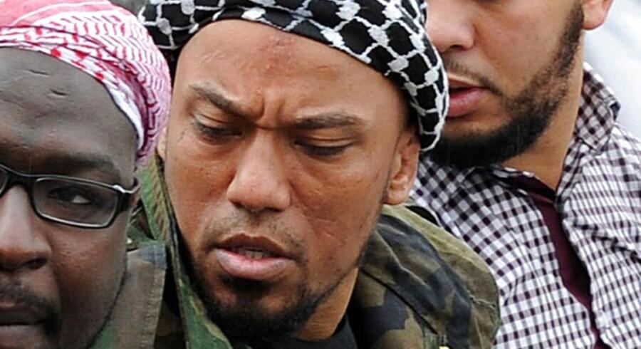 Dette billede er taget den 5. maj 2012 i midten ses Denis Cuspert, den tidligere rapper, der er blevet IS-jihadist. Det var denne mand, som FBI-agenten Daniela Greene tog til Syrien for at gifte sig med.