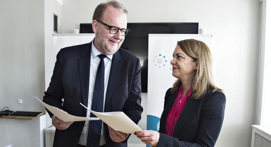 Officiel underskrivelse af Nordsøaftalen mellem staten og Dansk Undergrunds Consortium torsdag den 23. marts 2017. Energi-, forsynings- og klimaminister Lars Chr. Lilleholt (V) og DUC ved Gretchen Watkins, CEO Maersk Oil underskriver aftalen.