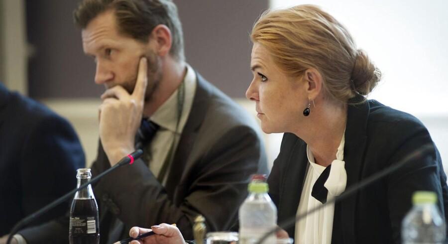 Siden 1. februar 2016 har man kunnet gøre det via en såkaldt national antiradikaliseringshotline, som udlændingeminister Inger Støjberg sidste år besluttede at oprette som led i regeringens indsats mod ekstremisme og radikalisering.