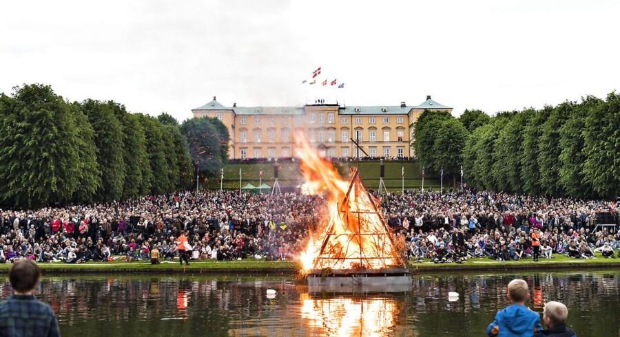 Sankt Hans Aften er en af årets lyse aftener. Nu frygter tilhængere af sommertiden for de lyse sommeraftener. Sommertiden er blevet en sag for EU-Kommissionen, og 2000 danskere vil have den afskaffet af Folketinget.