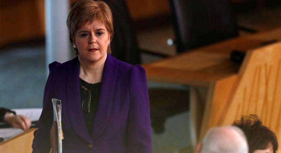Den skotske førsteminister, Nicola Sturgeon, siger, at Skotlands beslutning om at bevare dets EU-medlemskab ved en folkeafstemning i juni sidste år indtil videre er blevet ignoreret af den britiske premierminister, Theresa May.