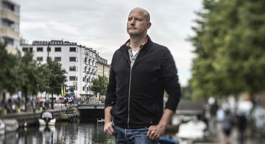 Den amerikanske forsker Joe Kiniry er glad for at være tilbage på ferie i det Danmark, han forlod for tre år siden. Ikke mindst i København og som her på billedet Christianshavn.