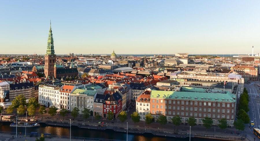 Arkivfoto. Ingen steder i verden er det dyrere at købe sko og bukser end i København.