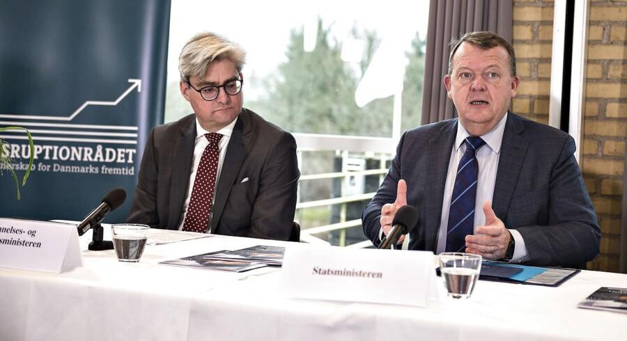 »Danmark er det land i OECD, der udfører mest offentlig forskning i forhold til vores størrelse.« Sådan lyder det fra statsminister Lars Løkke Rasmussen, som tirsdag fremlagde regeringens forskningsudspil på et pressemøde med deltagelse af udviklings- og forskningsminister Søren Pind (V).