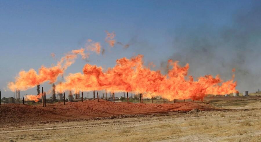 Verdens største oliehandlere advarer nu om, at prisen på olie kan ryge i vejret efter den irakiske hærs overtagelse af oliefelter i det nordlige Irak.