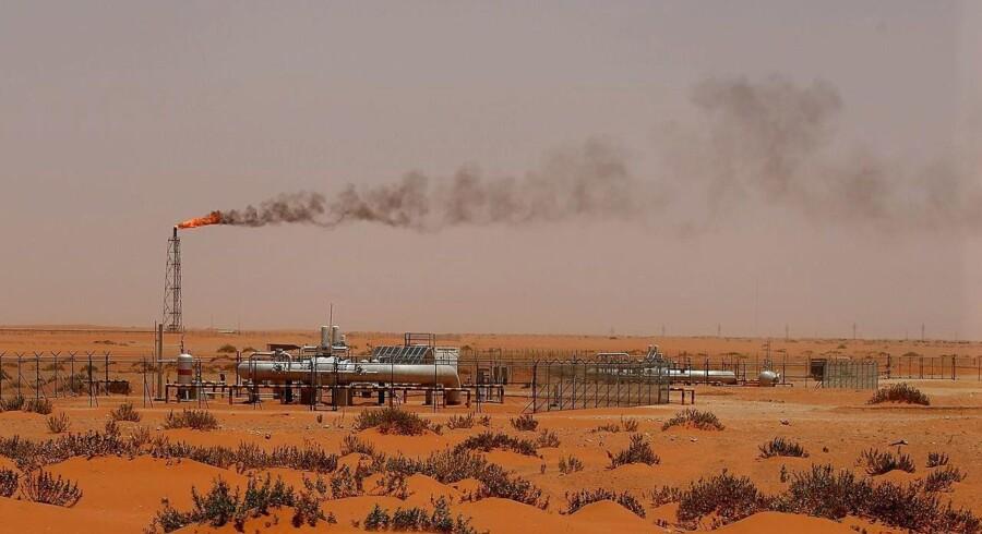 Arkivfoto fra 2008: Den saudiske olieboring med navnet »Pump 3« i ørkenområdet omkring Khouris.
