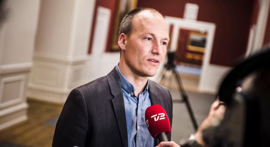 Folketingets finansudvalg skal godkende kommuneaftale og ankommer på Christiansborg. Her er det Pelle Dragsted.