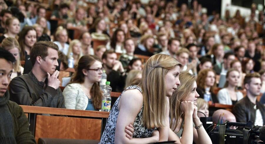 Fremover skal de studerende på Syddansk Universitet (SDU) helst læse et semester i udlandet, men et internationalt semester hjemme på SDU kan dog også gøre det.