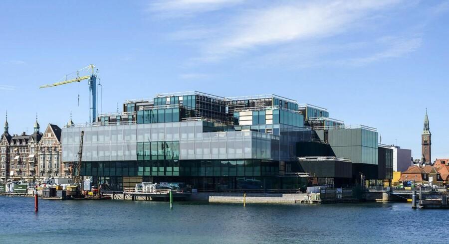 BLOX kulturcenter opføres på Bryghusgrunden, som ligger ned til havneløbet på Christians Brygge mellem Langebro og Det Kongelige Bibliotek