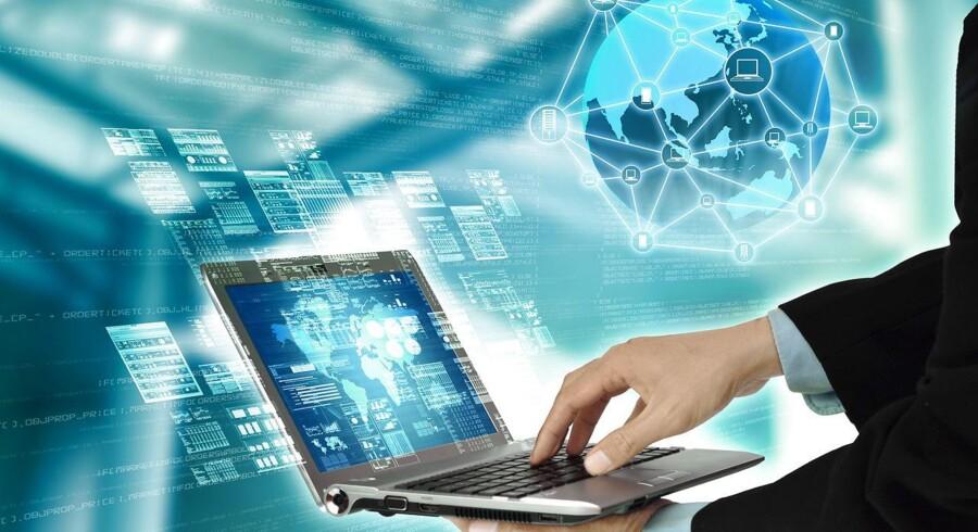 »Der er en reel risiko for, at dansk erhvervsliv knækker over i de store virksomheder, der er godt med, når det gælder digitalisering, og de små og mellemstore virksomheder, hvor det for mange kan være en stærk udfordring. Det bekræfter flere af vores undersøgelser også,« siger Adam Lebech, branchedirektør for DI Digital.
