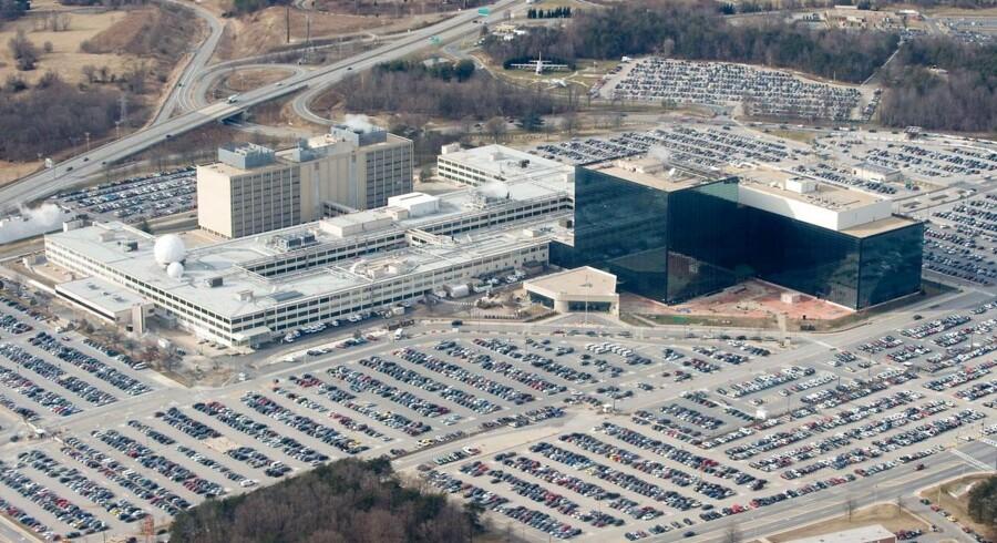 Den amerikanske efterretningstjeneste NSA (National Security Agency) skulle fra søndag morgen ophøre med at masseindsamle oplysninger om amerikanernes telefonsamtaler, men dermed stopper masseovervågningen fra hovedkvarteret her i Fort Meade i Maryland på ingen måde. Arkivfoto: Saul Loeb, AFP/Scanpix