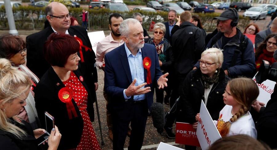 Trods elendige meningsmålinger har Jeremy Corbyn sine støtter. Det ser bare langt fra ud til at være nok til at erobre magten ved det britiske valg til Underhuset 8. juni. Foto: Peter Nicholl/Reuters
