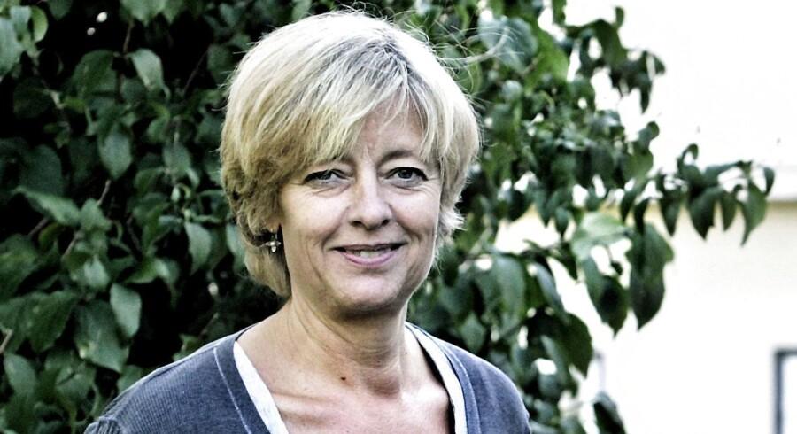 Forhenværende mediedirektør i DR, Gitte Rabøl, har opsagt sin stilling i DR, men er nu tilbage som ekstern konsulent med samme høje løn, som hun fik som fastansat.