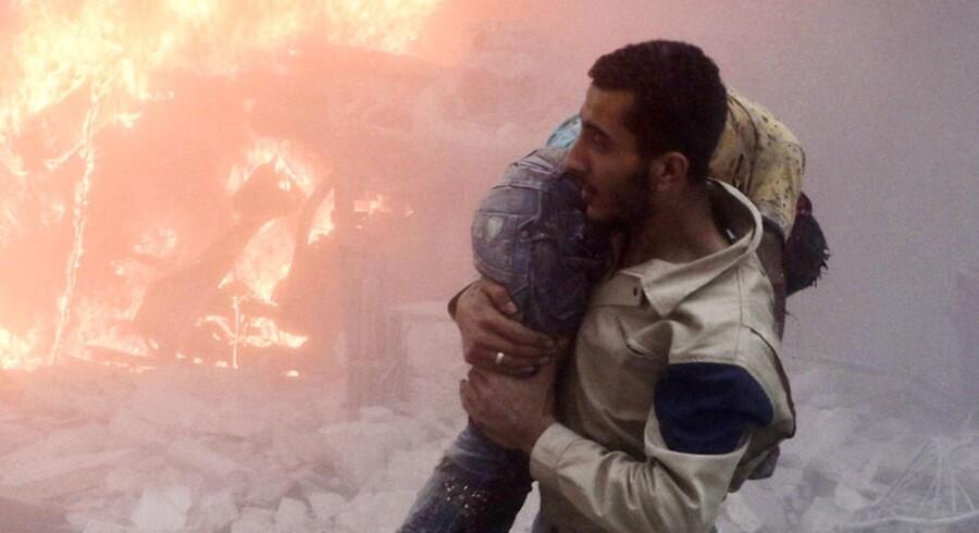 Ifølge verdenssundhedsorganisationen WHO er flere end 100 børn blandt de mindst 338 dræbte i de seneste dages bombardementer af det oprørskontrollerede østlige Aleppo.