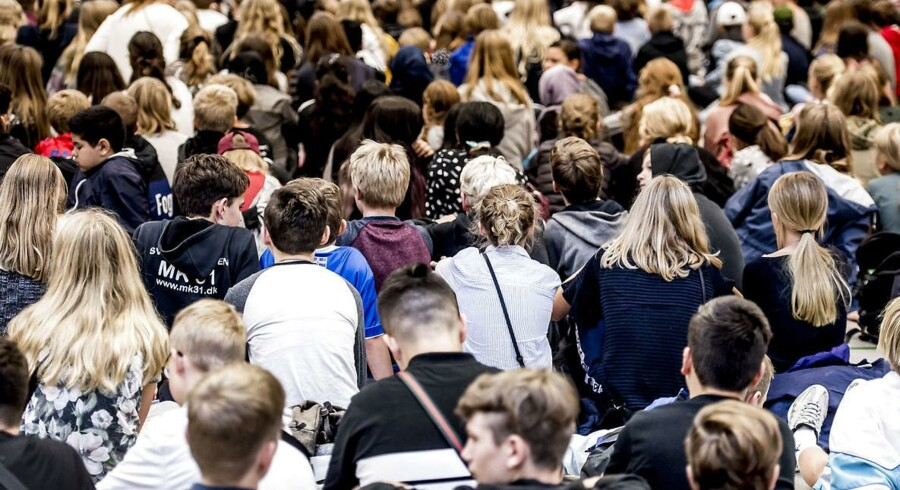 »Tendensen er, at de studerendes viden er fragmenteret, og uden et pædagogisk blik for helheden får de problemer med at forholde sig kritisk analyserende og vurderende til skole, undervisning og læring«. Sådan beskriver en censor sin oplevelse af de lærerstuderende i en nye censorrapport, hvis konklusioner nu bliver mødt med stor kritik fra uddannelsessektoren.
