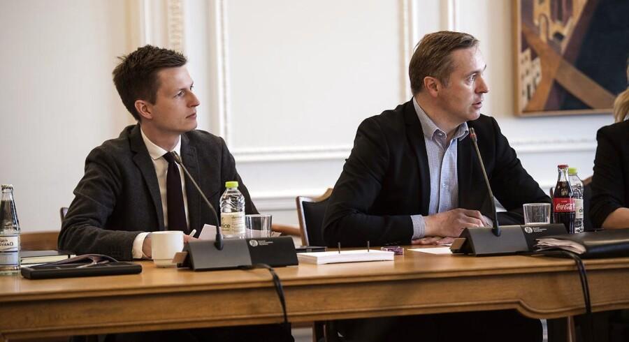 Jesper Petersen (S) og Thomas Jensen (S) i samråd onsdag på Christiansborg om styrkelse af Skats indsatsområde.