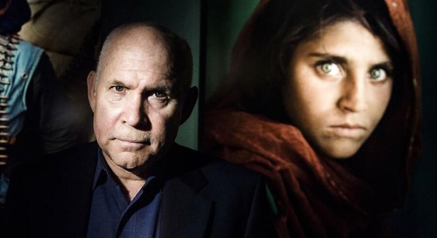 I 1985 blev den 12-årige Sharbat Gula verdensberømt som den afghanske flygtningepige med de grønne øjne, der prydede forsiden af National Geographic.