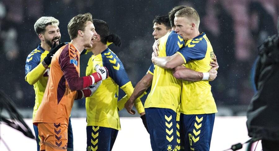 Brøndbys spillere fejrer sejren efter slutfløjt i Alka Superliga-kampen FC Midtjylland mod Brøndby på MCH-Arena i Herning, 1. marts 2018. (Foto: Henning Bagger/Scanpix 2018)