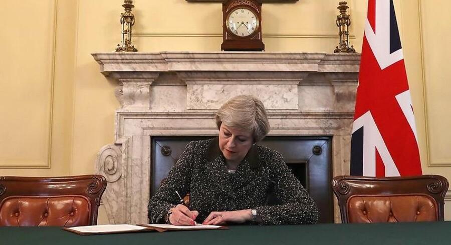 Den britiske premierminister, Theresa May, vil trække Storbritannien helt ud af EU's indre marked. I stedet vil hun have en frihandelsaftale, der sikrer den bedst mulige adgang til hinandens markeder. AFP PHOTO / POOL /
