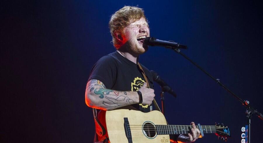 Med sangen »Shape of You« indtager britiske Ed Sheeran førstepladsen på listen over de mest afspillede musikvideoer i Danmark.