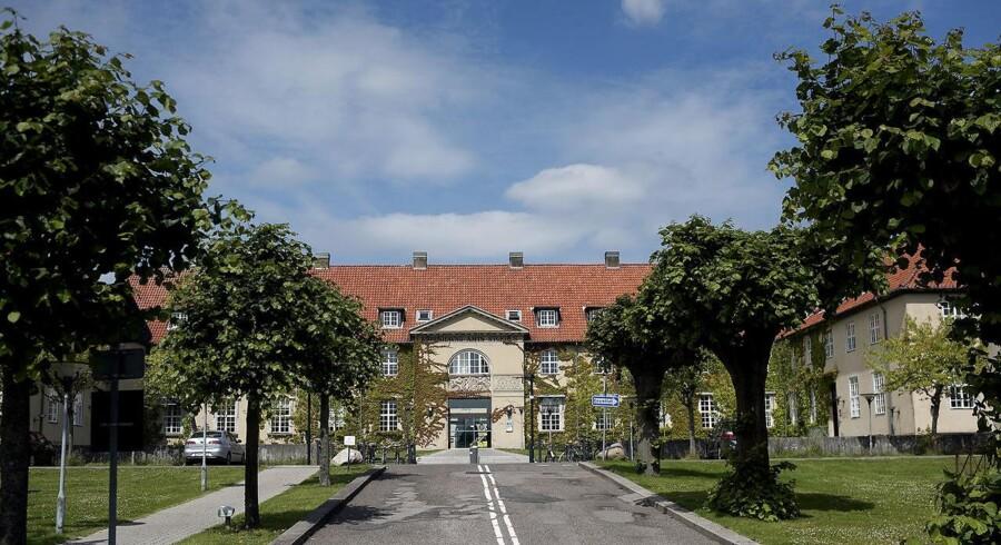 Personalet på Gentofte Hospital skal ikke tvinges til at spise med engangsservice eller bruge tid på at vaske patienters service op, fastslår Gentofte Hospital nu.