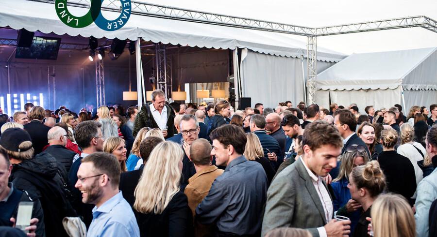 Politikere går catwalk for pelsfirmaet Kopenhagen Fur på Folkemødet 2016 torsdag den 16. juni 2016.