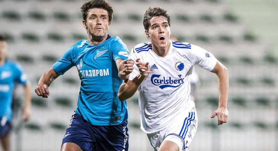 Robert Skov i duel med Zenits Yuri Zhirkov under træningskampen mellem FC København og FC Zenit på Maktoum bin Rashid Al Maktoum Stadium i Dubai.