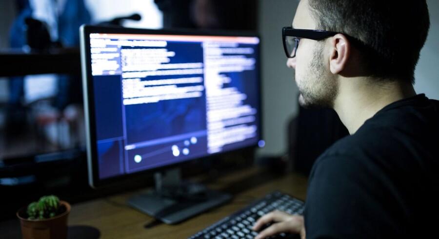 Modelfoto: Danske virksomheder er ikke dækket godt nok, hvis hackere sætter et succesfuldt cyberangreb ind, for de danske forsikringer halter langt efter de udenlandske.