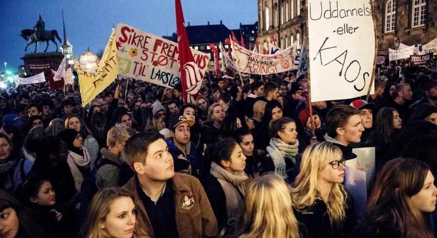 Unge i Danmark er de mest politisk interesserede i hele OECD. Kun syv procent er ligeglade med politik.