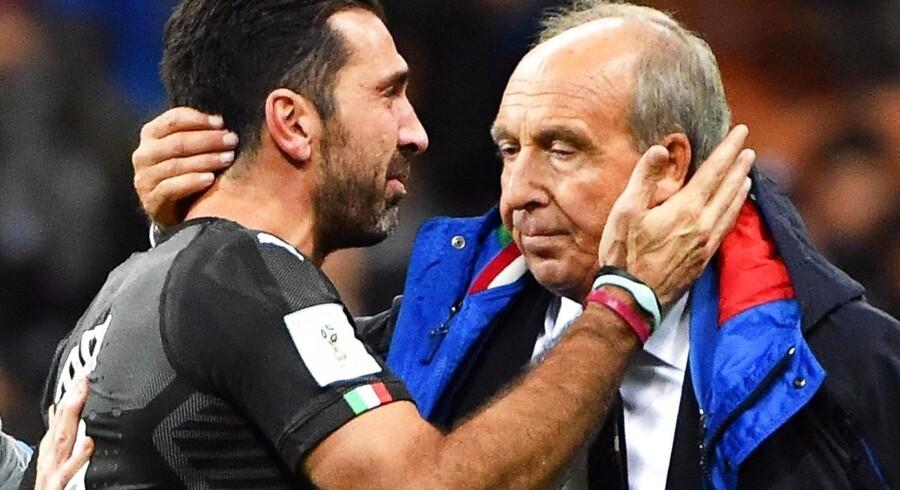 Den italienske målmand Gianluigi Buffon og landstræner Gian Piero Ventura efter mandagens 1-0 nederlag til Sverige.