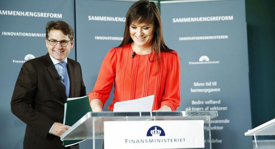 Innovationsminister Sophie Løhde, og erhvervsminister Brian Mikkelsen præsenterer arbejdsprogrammet for Sammenhængsreformen på et pressemøde i Rentekammeret. (Foto: Jens Astrup/Scanpix 2017)