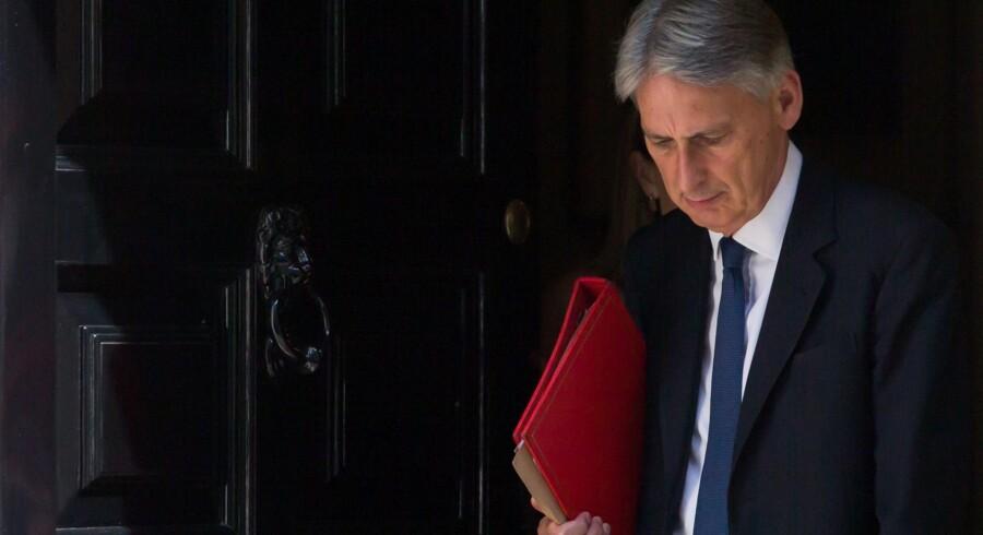 Den britiske finansminister, Philip Hammond, frygter, at investeringer i erhvervslivet bliver udsat.