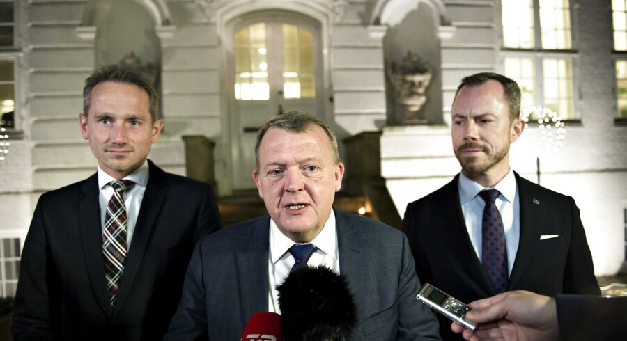 Statsminister Lars Løkke Rasmussen (V) kommenterede valgresultatet allerede kort efter klokken 23.30. Her stod Venstre til at få knap hver fjerde stemme, men flere kommuner var på det tidspunkt ikke optalt endnu.
