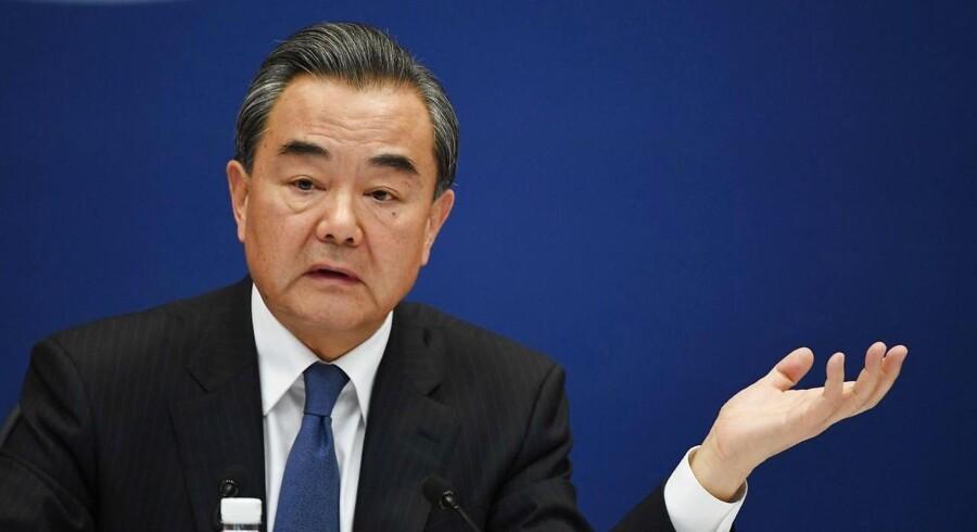 Kinas udenrigsminister Wang Yi taler ved en pressekonference i Beijing d. 18. april, 2017.