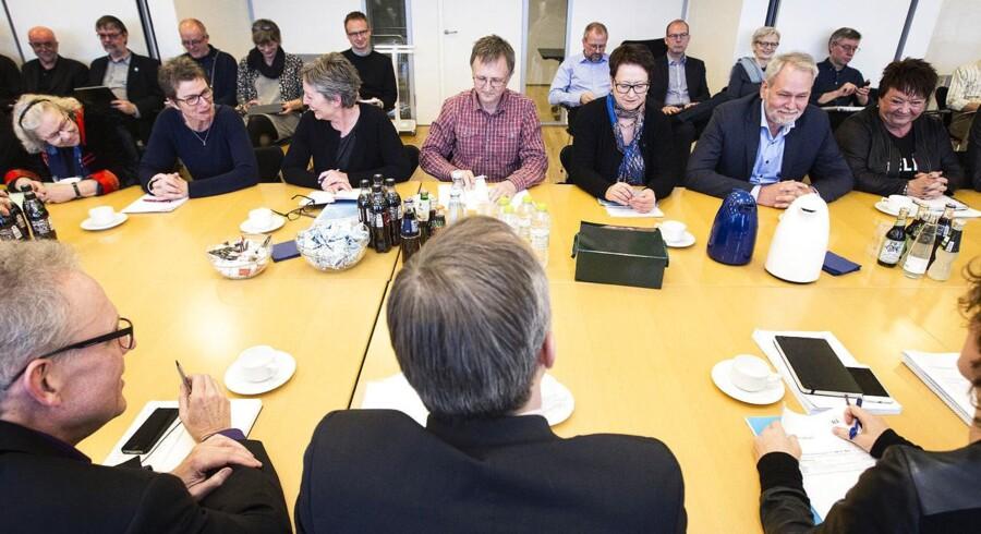 Forligsmand Mette Christensen har indkaldt kommunerne til nye forhandlinger på onsdag, og på torsdag skal regionerne forhandle videre i Forligsinstitutionen.