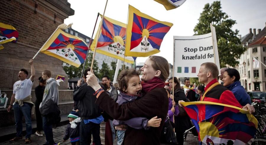 Arkivfoto: Demonstration mod Kinas menneskerettighedsovertrædelser over for Tibet, Free Tibet, på Højbro Plads i København fredag d. 15. juni 2012 i forbindelse med den kinesiske præsident Hu Jintaos statsbesøg i Danmark.. (Foto: Dennis Lehmann/Scanpix 2016)
