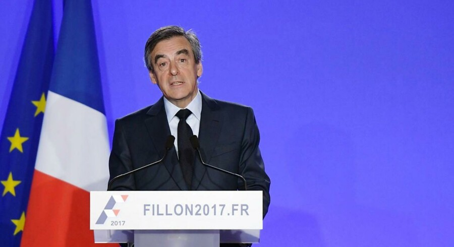 Arkivfoto. Den franske præsidentkandidat Francois Fillon fortsætter i valgkampen trods politiundersøgelse.