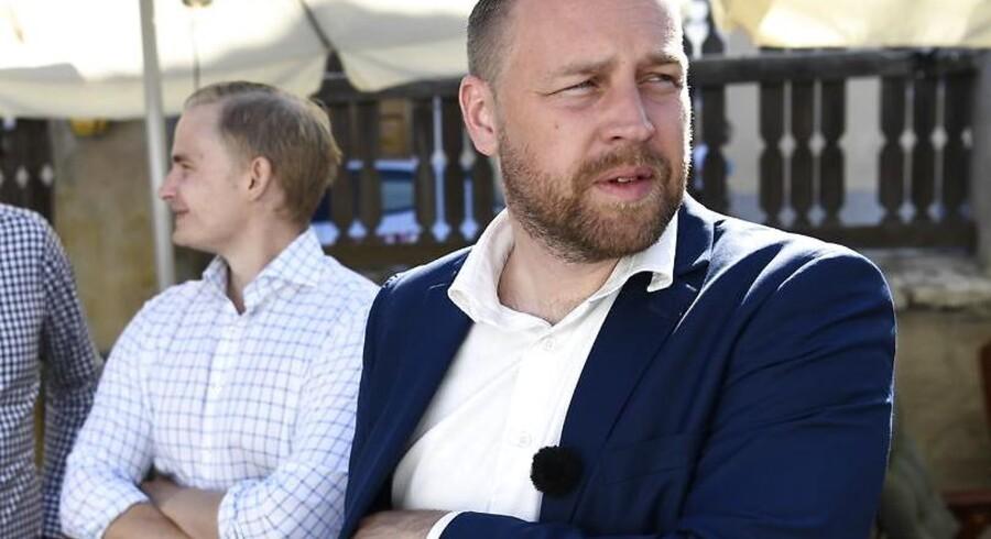Sverigedemokraternas gruppeformand Mattias Karlsson, der på det svenske Almedalsmøde fremlagde partiets valgstrategi, erklærer gerne, at Dansk Folkeparti på mange måder er partiets stor inspirationskilde Foto: Henrik Montgomery / TT