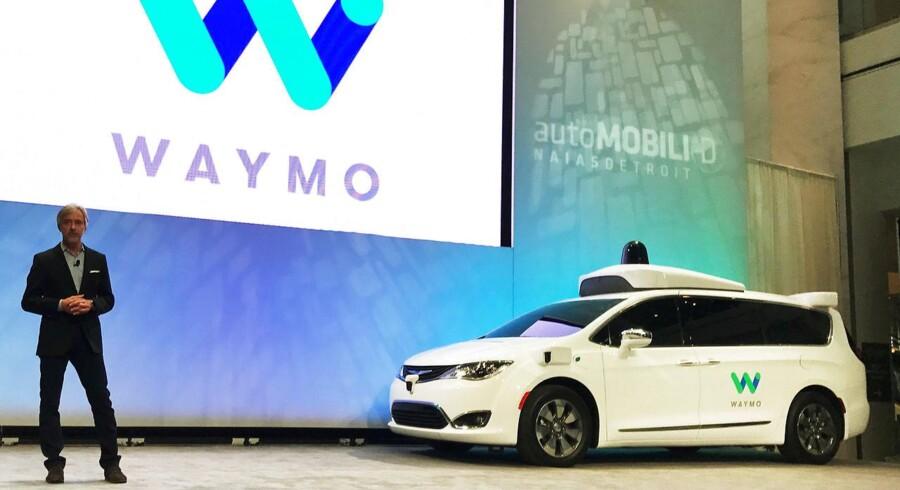Waymos CEO John Krafcik afslører en selvkørende Chrysler Pacifica Minivan