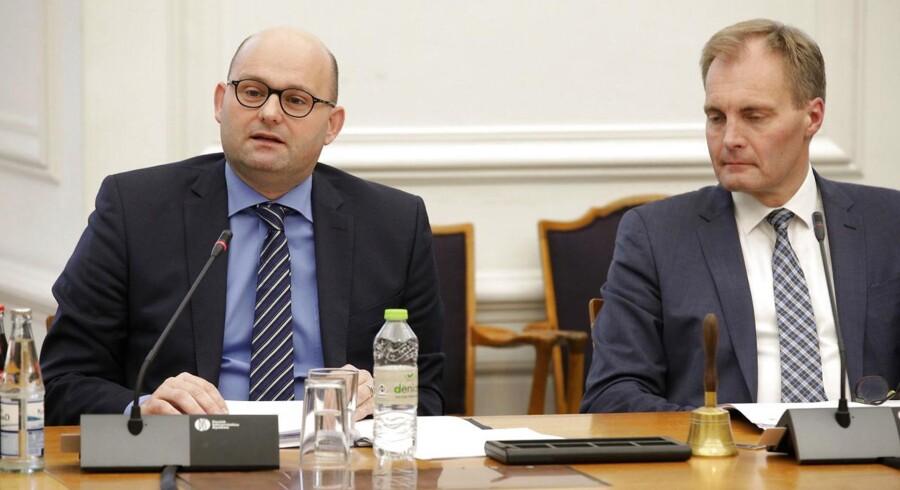 DF's Peter Skaarup vil kende prisen for bandekriminaliteten og vil have oplyst etnciteten på de kriminelle. Justitsminister Søren Pape er på forhånd positiv overfor kravet fra DF.