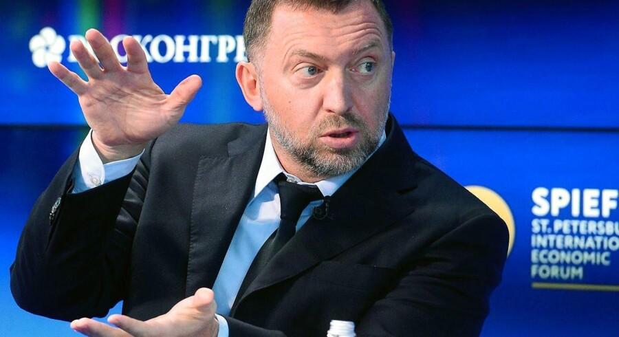 Den sanktionsramte russiske oligark Oleg Deripaska beskrives ofte som fåmælt og bøjer gerne af på spørgsmål om de mere kontroversielle dele af hans karriere. »Jeg var heldig. Lad os bare sige, at det faldt ned fra himlen,« udtalte han i 2007 til Financial Times.