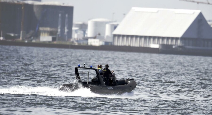Verdens største privatbyggede ubåd 'Nautilus' med to personer, u-bådens ejer Peter Madsen samt en journalist ombord, er fredag d. 11. august 2017 meldt savnet, efter den ikke er vendt tilbage til sin kajplads. Politiet er her på vej til Middelgrundsfortet for at lede efter ubåden. (Foto: Liselotte Sabroe/Scanpix 2017)