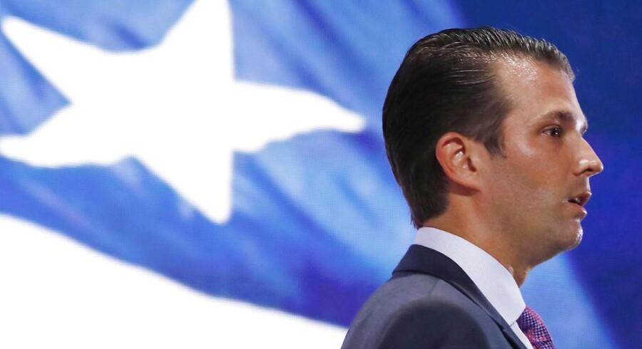 Aktiemarkedet faldt kraftigt i den tidlige eftermiddagshandel efter en e-mail korrespondance afslørede, at præsident Donald Trumps ældste søn, Donald Trump Jr., søgte russisk støtte til sin fars 2016-valgkampagne.