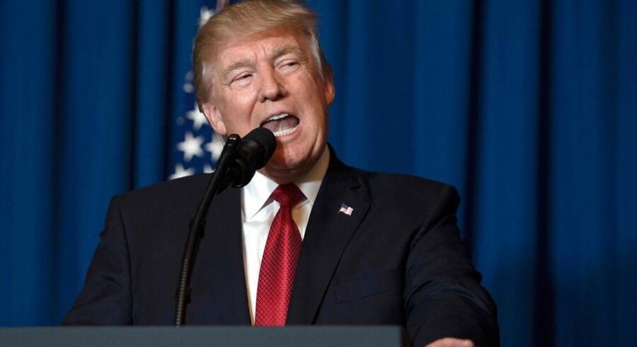 Raketangrebet i Syrien betyder ikke, at USA vil blande sig i krigen. Men USA's angreb kunne sætte noget i gang, der peger mod løsning, siger dansk ekspert. / AFP PHOTO / JIM WATSON