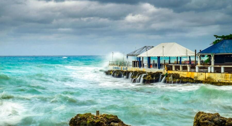 Britiske territorier som Cayman-øerne, De Britiske Jomfruøer og Bermuda skal tvinges til at offentliggøre navnene på de personer, som sender deres penge i skattely på øerne.