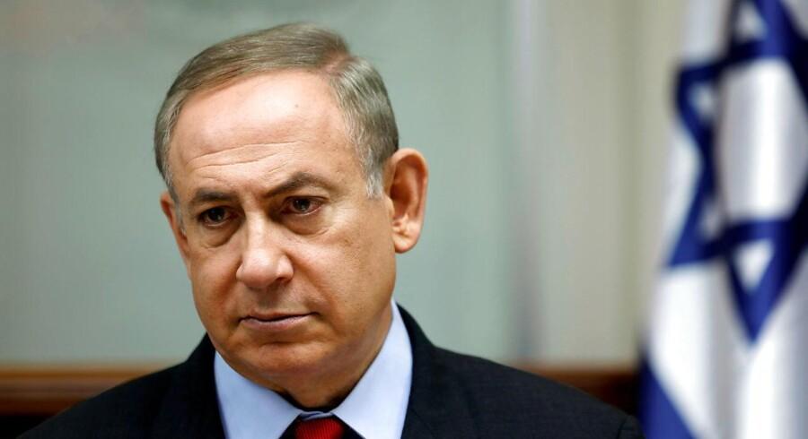 Den israelske regering beslutter enstemmigt at godkende opførelse af nye bosættelser på Vestbredden. Beslutningen kommer, samtidig med at den israelske premierminister, Benjamin Netanyahu, forhandler med USA om mulige indgreb over for bosættelsesaktiviteterne. FOTO: Premiereminister, Benjamin Netanyahu, i Jerusalem d. 16. marts. REUTERS/Amir Cohen/File Photo