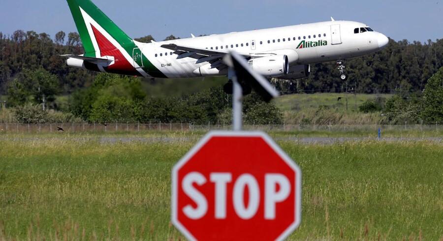 En flyver på vej til at lande i Fiumicino International Airport i Rom, det centrale Italien 3. maj 2017. REUTERS/Max Rossi
